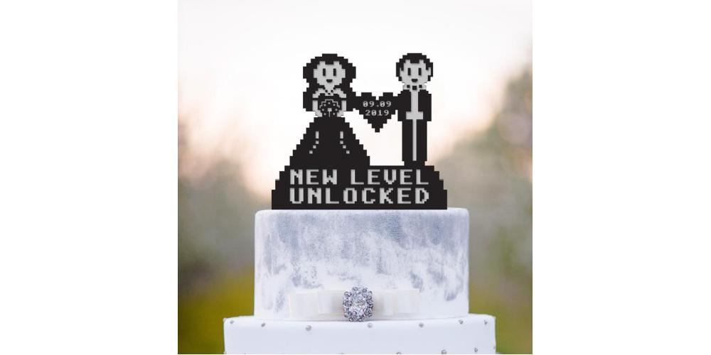 8-bit-gamer-wedding-cake-topper-bride-and-groom