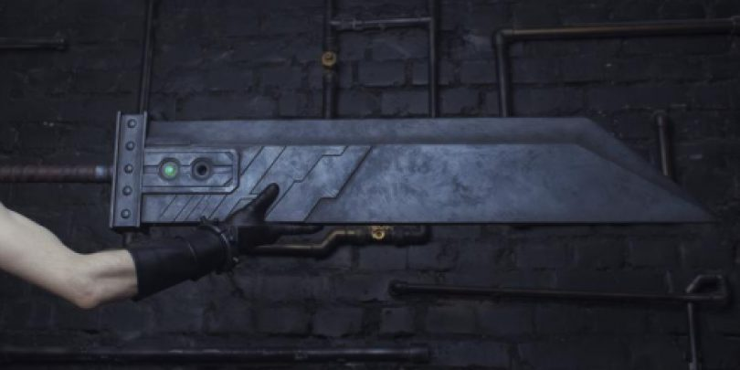 Could_Strife_Sword_Remake_Cosplay_Final_Fantasy_7_remake