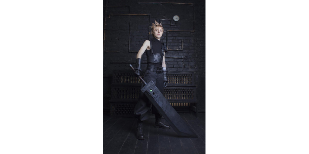 Final_Fantasy_7_Remake_Cloud_Cosplay_Costume