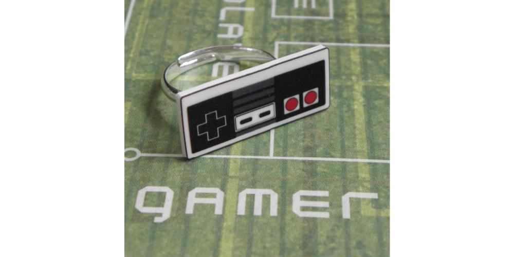 Gamer_Girl_NES_Nintendo_Controller_Ring_Jewelry