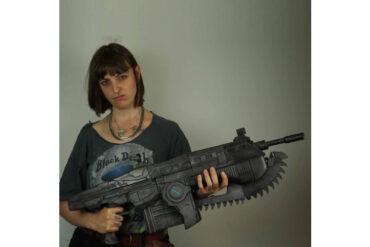 Lancer_Gears_of_War_Replica_Cosplay