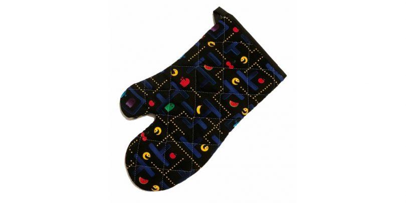 Retro_Pacman_Inspired_Gaming_Kitchen_Mitt
