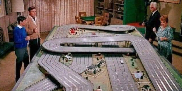 Wayne_Manor_slot_car_racing_track