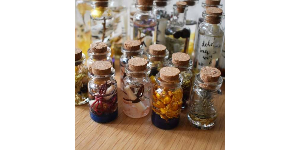 DandDmerch-Resin-set_Magic_Potions_and_Spell_Bottles