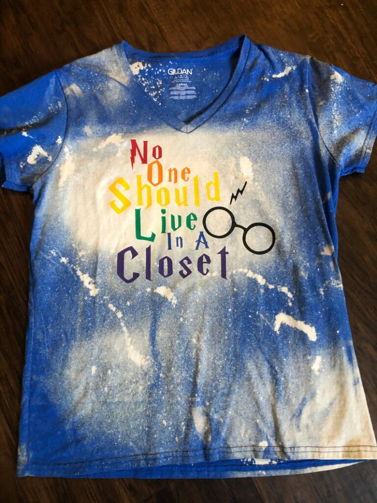 No_One_Should_Live_in_a_Closet_T-Shirt_Harry_Potter